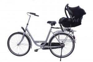 De Steco Baby-Mee is een ideale oplossing om uw kind op uw fiets te vervoeren, indien het nog niet zelfstandig kan rechtop zitten in een stoeltje.De baby (vanaf 4 maanden) kan in het babyzitje (maxi-cosi) veilig achter op de fiets. Geschikt voor vrijwel alle momenteel verkrijgbare babyzitjes.