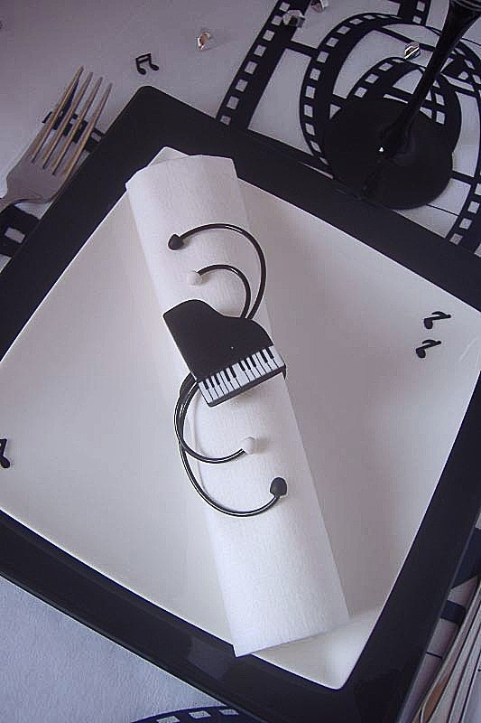 72 best decoration mariage theme musique images on pinterest - Deco de table noir et blanc ...