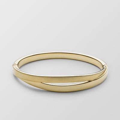 Refined and unique, our Elin bangle features two circles fused together in polished gold stainless steel. A hinge closure makes it easy to slip on and off.