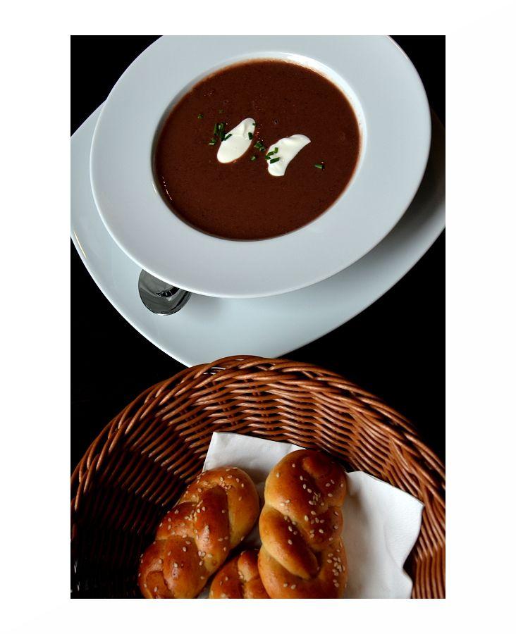 Jemný fazolový krém z červených fazolí se zakysanou smetanou a čerstvé domácí pečivo z tradiční japonské pekárny! Přijďte si pochutnat do Rockshardu!