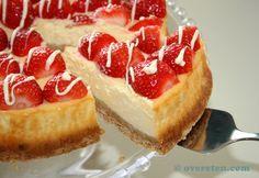 Deze taart heb ik speciaal gemaakt voor het Foodblogevent dat Caroline deze maand organiseert. Het thema deze maand is 'aardbeien' en daar ben ik echt gek op, vooral op die heerlijke Hollandse zoet...