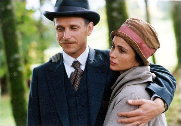Charles Berling en Emmanuelle Béart in Les destinées sentimentalesuit 2000 van Olivier Assayas.