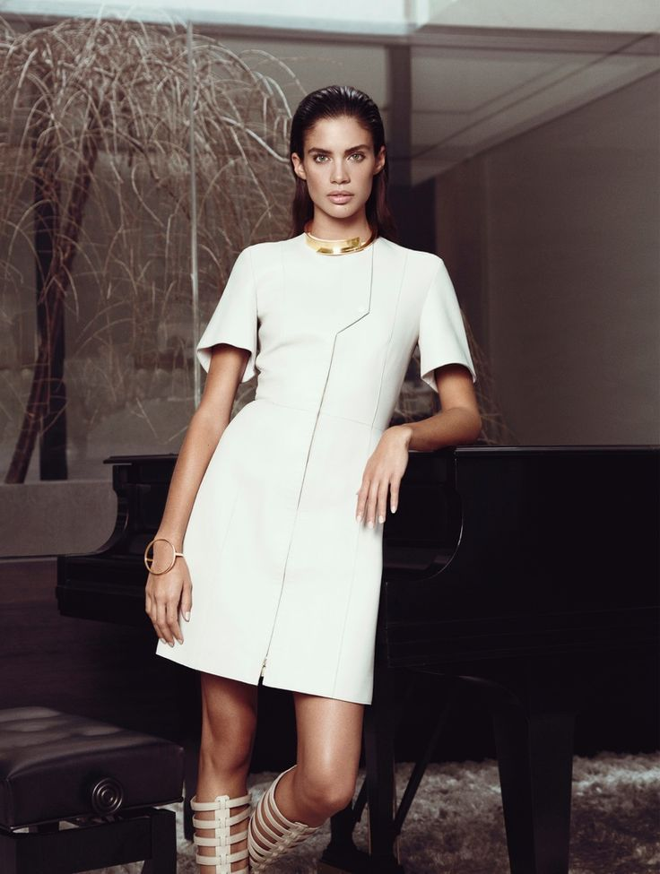 SARA SAMPAIO IS PERFECTLY ELEGANT IN EDITORIAL FOR HARPER'S BAZAAR GREECE