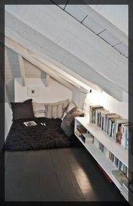 Créer un coin lecture au grenier.