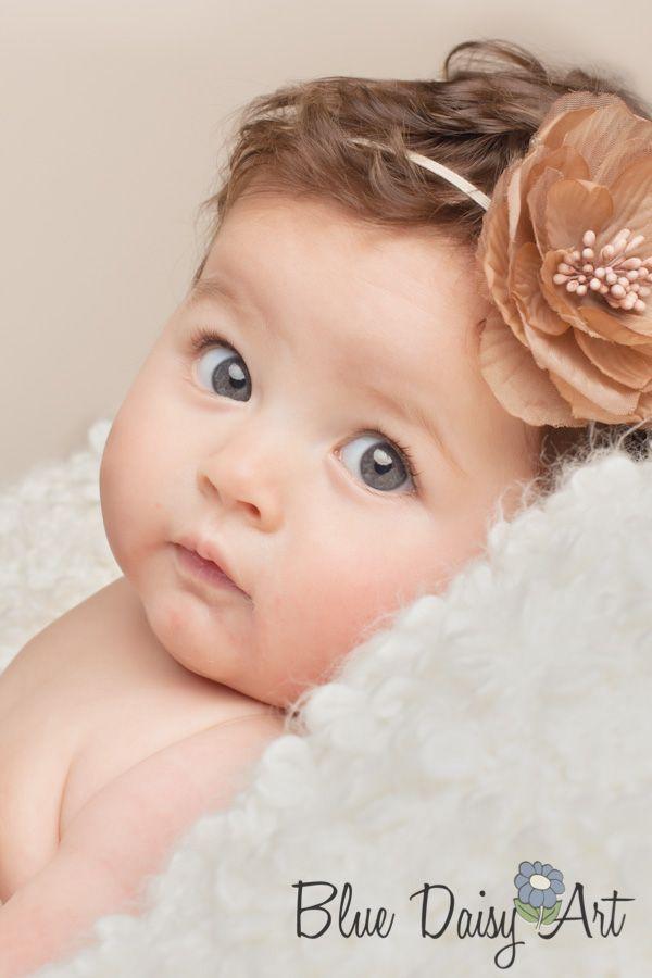 3 or 4 month old portrait photography www.bluedaisyart.com