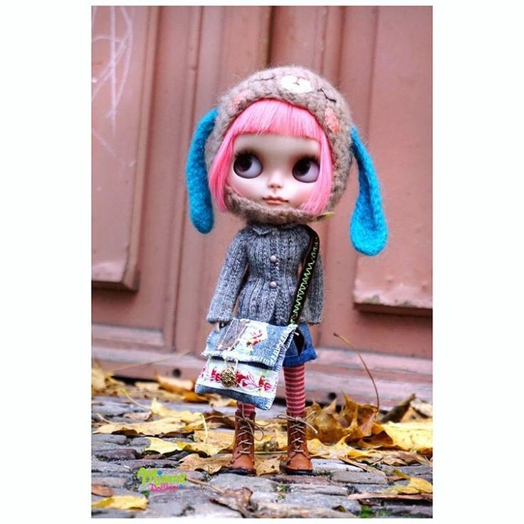..good morning Berlin.. #miemadollhouse #miema #berlin #madeinberlin #germany #blythe #autumn #girl #doll #lovely #love #instagram #morning #stylish #bag #toys #barbie #helmet #cap #momoko #blythedoll #cute #kawaii #takara #takaratomy #licca #outdoor #city #walk