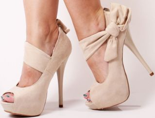 Love the bow! I can see you in this @India Bastien: Fashion, Style, Nude Heel, Pump, Bows, Heels, Shoes Shoes