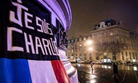 Francia recordó hoy con sobriedad y sin actos oficiales el segundo aniversario del ataque yihadista contra la revista satírica Charlie Hebdo y contra un supermercado judío dos días después, en el que la plaza parisina de la República volvió a ser escenario de la repulsa ciudadana.</p>