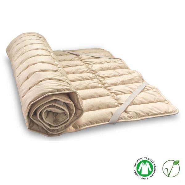 BaLe es un topper natural fabricado por Baumberger de unos 2 cm de grosor relleno de algodón y lino con funda de algodón orgánico. Esta mezcla de fibras vegetales asegura un descanso seco y cálido porque absorbe con facilidad el exceso de humedad a l...