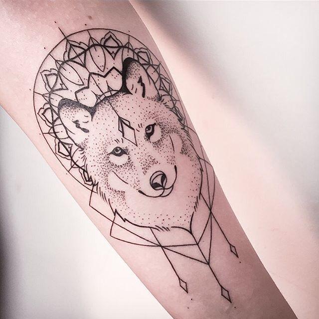 Wolf Tattoo Más