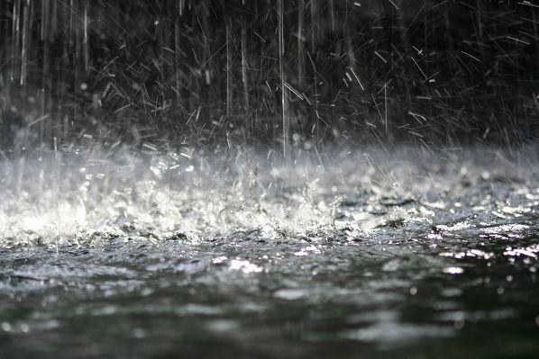 Prop werd wakker en merkte dat er iets anders was. Hij had het koud! Het was aan het regenen en het bleef maar regenen voor zoveel weken. Maar tijdens de regen besefte Prop dat Alaska zeer verdrietig en afstandelijk werd. Maar toen hij met haar wou praten, weigerde ze alleen maar en deed ze heel brutaal.