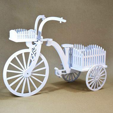 Triciclo decorativo em MDF na cor branca |