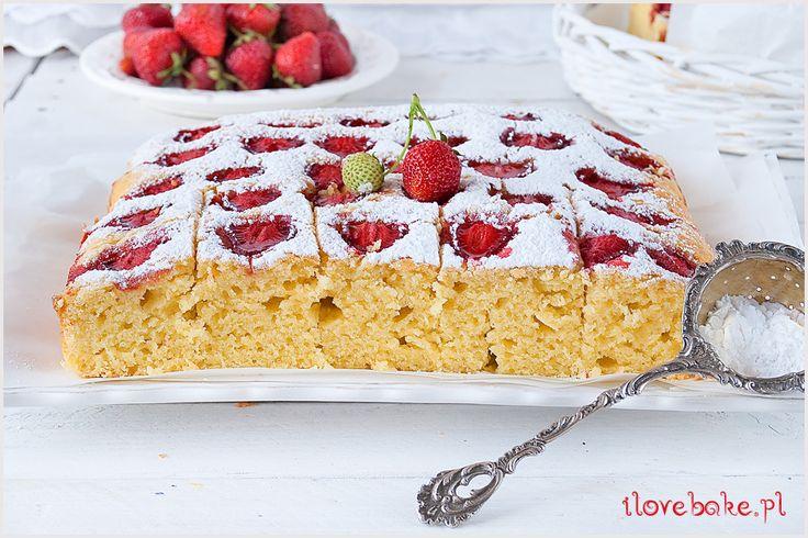Ciasto jogurtowe jest na mojej liście ulubionych i szybkich ciast letnich. W tym przepisie wykorzystałam truskawki, ale ciasto jogurtowe…