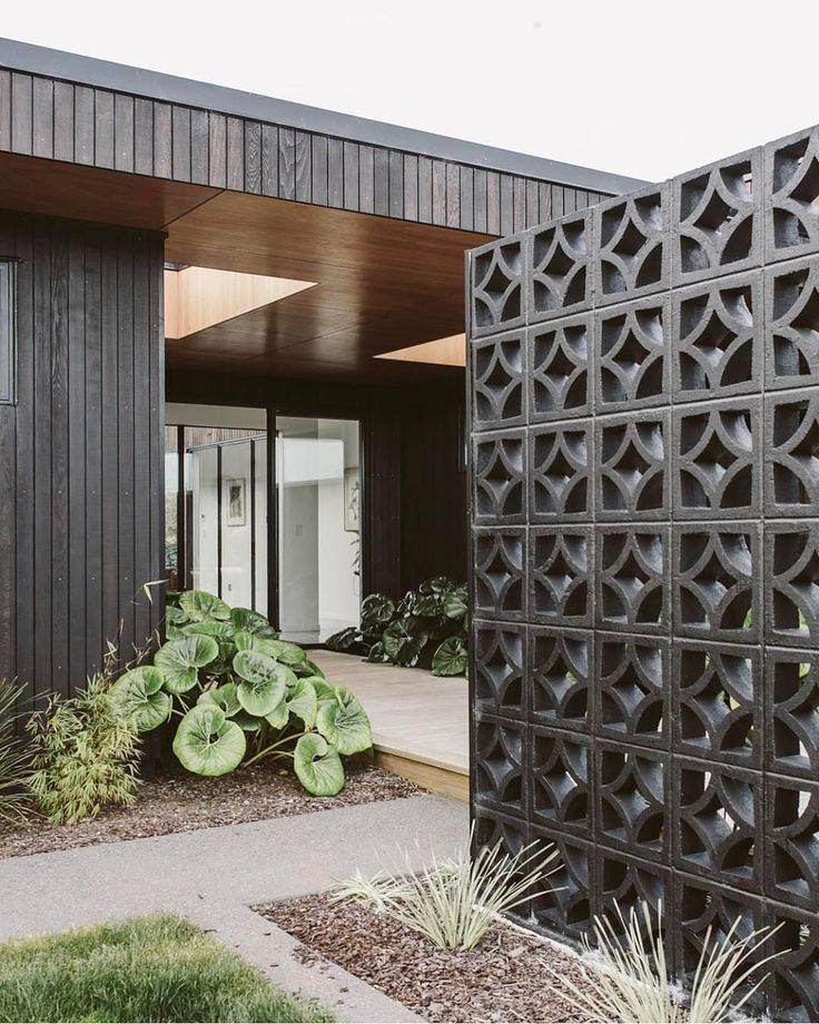 That S A Yes 8226 Black Breeze Blocks Well I Never Delicious Repost Homestylemag Design Annika Rowson House Exterior Breeze Block Wall House Styles