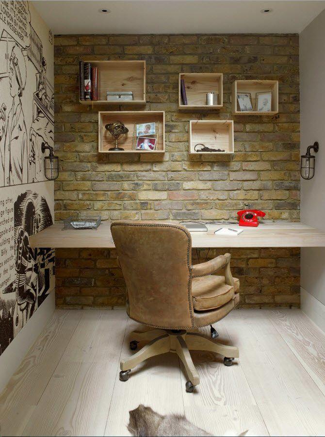 В небольшом кабинете