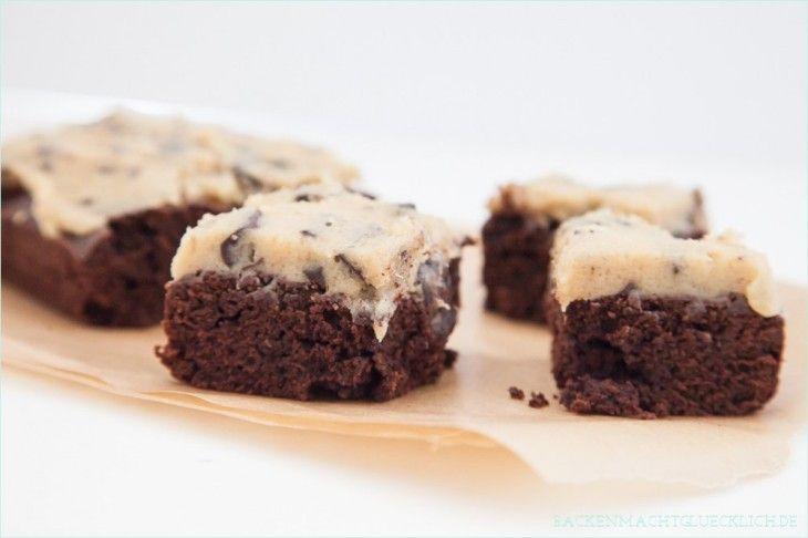 Backen macht glücklich | Keksteig pur: Chocolate Chip Cookie Dough Brownies | http://www.backenmachtgluecklich.de                                                                                                                                                                                 Mehr