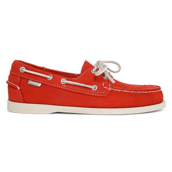 """Des chaussures bateau: La marque des célèbres """"Docksides"""" fête ses 70 ans cette année avec une série limitée de modèles hauts-en-couleur.  Une bonne façon de se donner une deuxième jeunesse sans jamais déraper. Chaussures bateau, Sebago, 97,30€ au lieu de 139 sur menlook.com"""