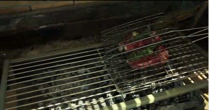 http://www.i-food.gr/article/5544 Μοσχαρίσιο φιλέτο με κόκκαλο και πατάτες με ξυνόκρεμα Τips από τον Giorgio για το ψήσιμο στα κάρβουνα:
