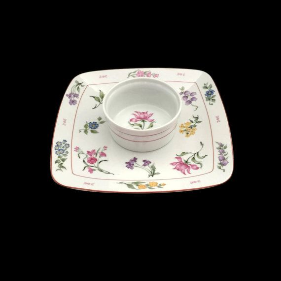 One piece chip and dip set by George Briard in the Floral Fantasy pattern.  This…