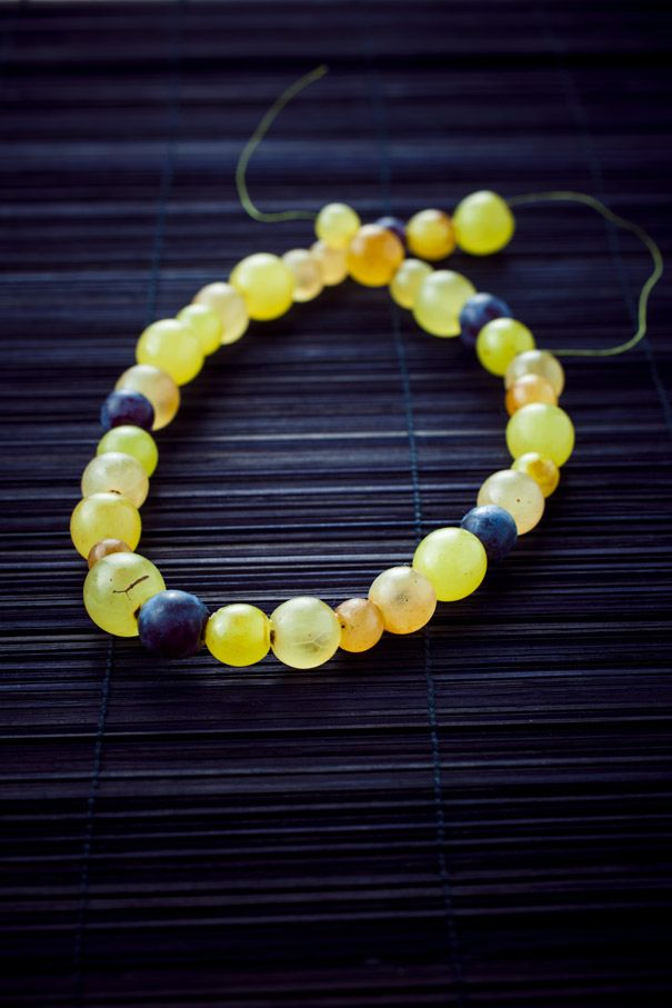 collier de grains de #raisin- #chardonnay- #pinotnoir . le collier des vendanges.