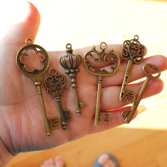 18 Vintage style Skeleton Key Collection by PineappleSupply