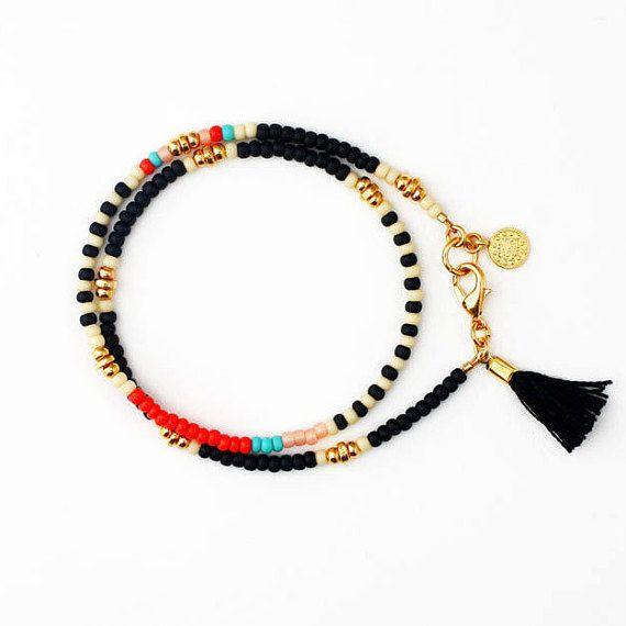 Negro brazalete de perlas, pulsera borla, con cuentas Wrap Pulsera, pulsera, joyas Boho, regalo para ella, mejor regalo amigo
