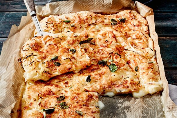 Unser beliebtes Rezept für Gefüllte Fugazzeta-Pizza und mehr als 55.000 weitere kostenlose Rezepte auf LECKER.de.
