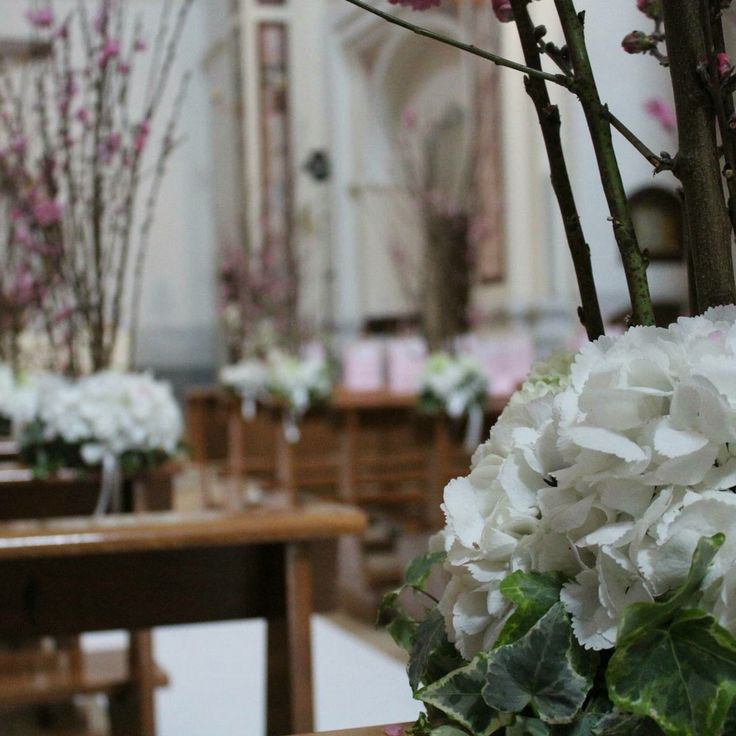 Spring is one of our favorite seasons of the year... new blooms..new floral emotions. Flowers: Corflor wedding florists Location: South of Italy