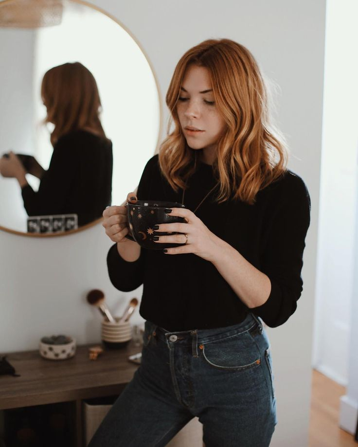 OUTFIT: | Black Turtleneck (Tucked) + Bootcut Jeans + Hair Down and Wavy look!