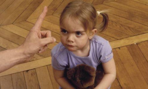 Fini le laisser-aller parental : il est temps de (re)dire « non » à ses enfants ! Voici pourquoi