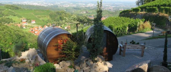 Dormir dans un tonneau à vin - http://www.2tout2rien.fr/dormir-dans-un-tonneau-a-vin/