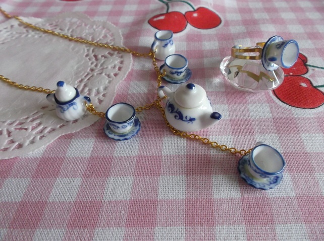 Tea time blue necklace and ring set £10.00