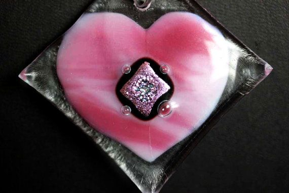 Pink heart , fused glass pendant ,Valentine's day, the size: 1.57inch/4 cm X 1.57 inch / 4cm
