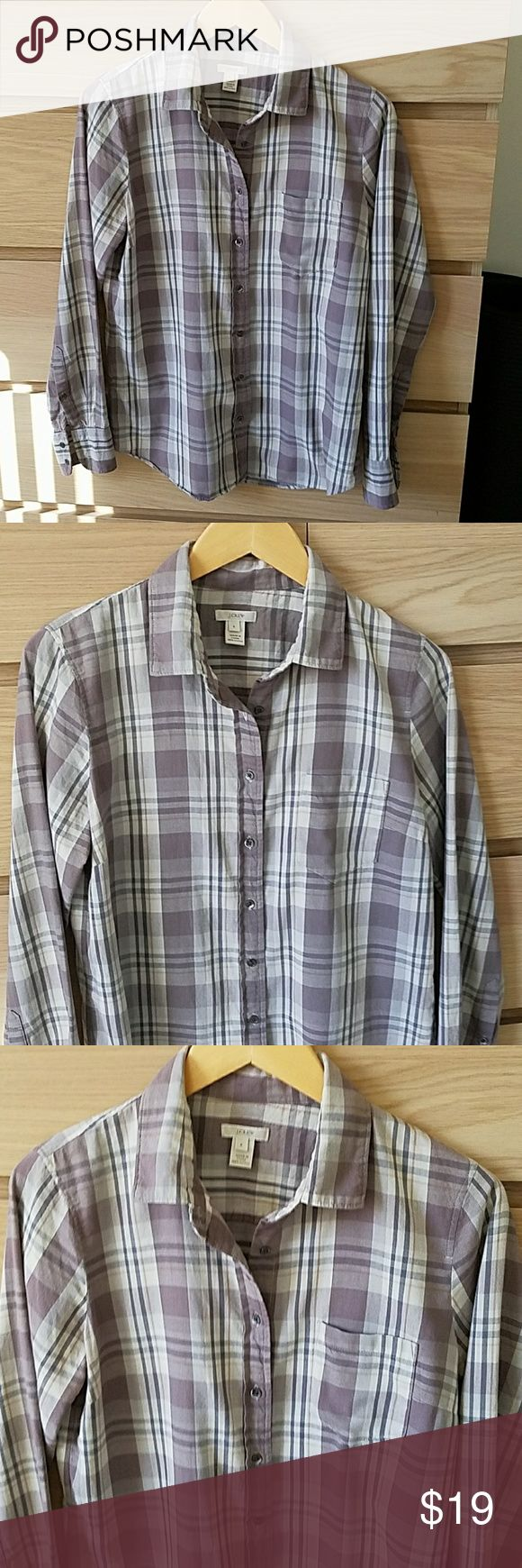 J Crew plaid boyfriend shirt J. Crew plaid boyfriend shirt. This is a re posh in very good condition. I needed a 6 and finally found one in this color so your gain! Washed pressed and ready to ship tomorrow. Smoke free home. Offers welcome. J. Crew Tops Button Down Shirts