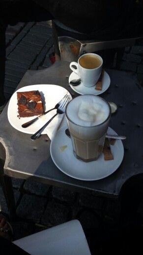 Koffie met een oreo-brownie op een heerlijke zonnige zondag ♡