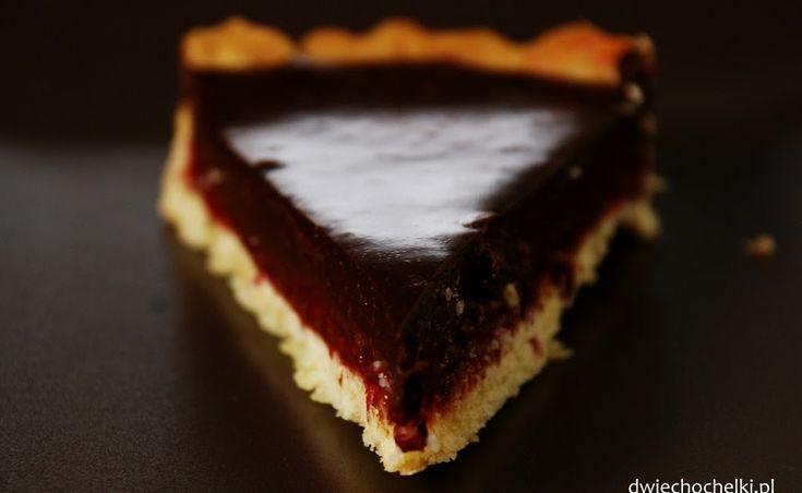 Kruche ciasto, maliny i czekolada.     Nie wydaje mi się, żeby potrzebna była dodatkowa zachęta. Połączenie idealne.     Pomysł wzięłam ...