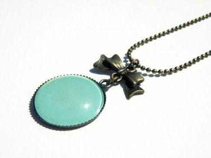 Sautoir rétro bleu turquoise  http://www.alittlemarket.com/collier/sautoir_nailpolish_vert_d_eau_-5031399.html