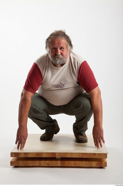 PHOTO OF WHOLE BODY MAN OTHER WHITE CASUAL OVERWEIGHT BEARDED