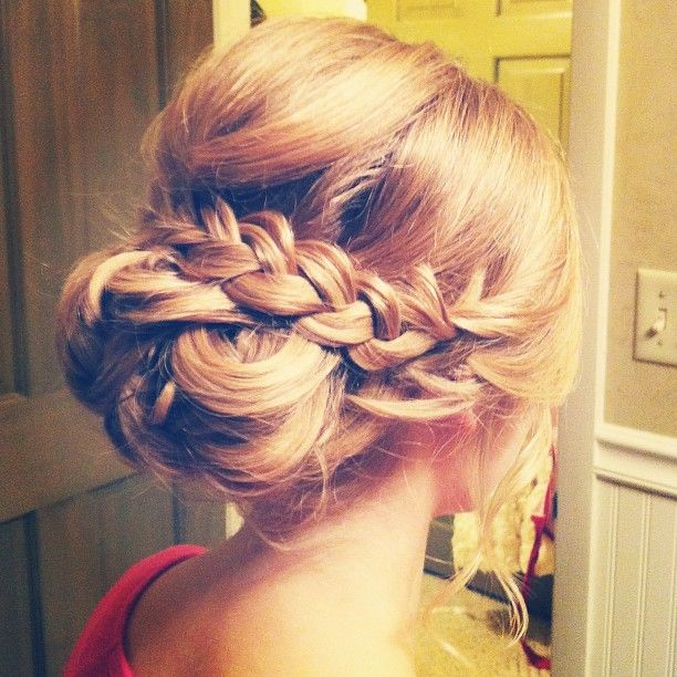 such a nice braid/bun up-do, wish my hair would do stuff like that