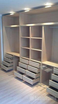 Interior de armario - guarda-roupa