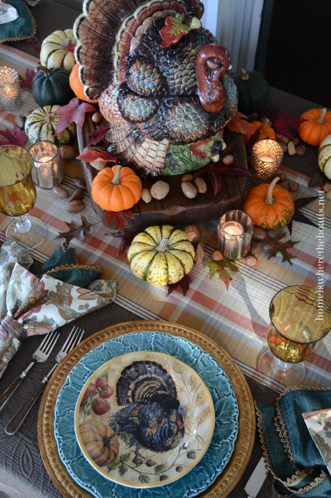 A Proud Tom Turkey provided little table inspiration with Thanksgiving a couple of weeks away along with Fresco Turkey Plates from Pottery Barn. #thanksgiving #tablescape