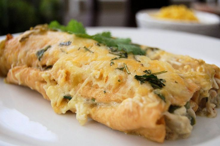 Green chiles enchiladas. My mom has made these a couple times and they are great!: Chilis Enchiladas, Mexicans Dishes, Chile Chicken, Recipe Delish, Green Chile, Chile Enchiladas, Chicken Enchiladas I V, Green Chilis Chicken, Chicken Enchiladas Easy
