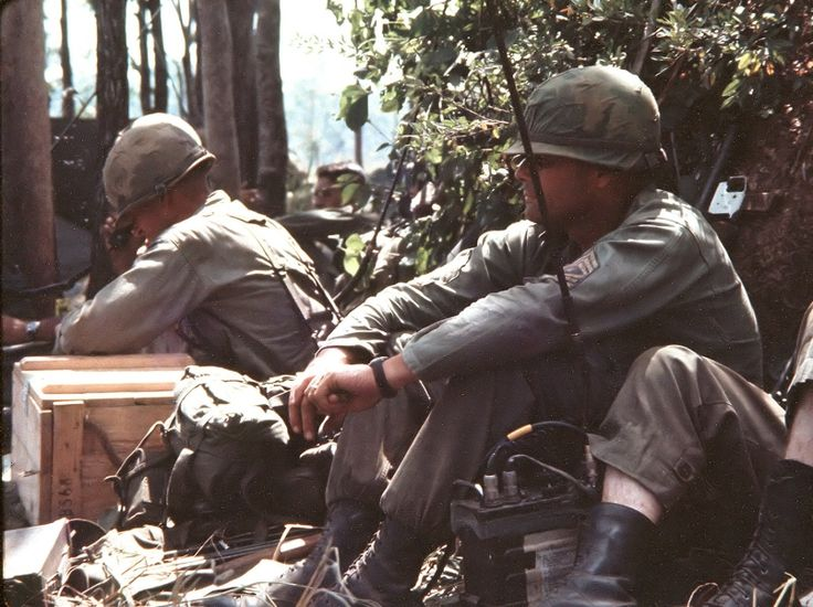 """[OS] Lt. Col. Hal Moore and Command Sgt. Maj. Basil L. Plumley of 1/7 Cavalry 1st Air Cavalry Division at the """"termite mound"""" Battle of the Ia Drang Valley (famously depicted in the movie """"We Were Soldiers"""") South Vietnam 1965 [804x601]"""
