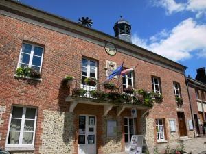 Lyons-la-Forêt - Mairie (hôtel de ville) et office de tourisme de Lyons-la-Forêt