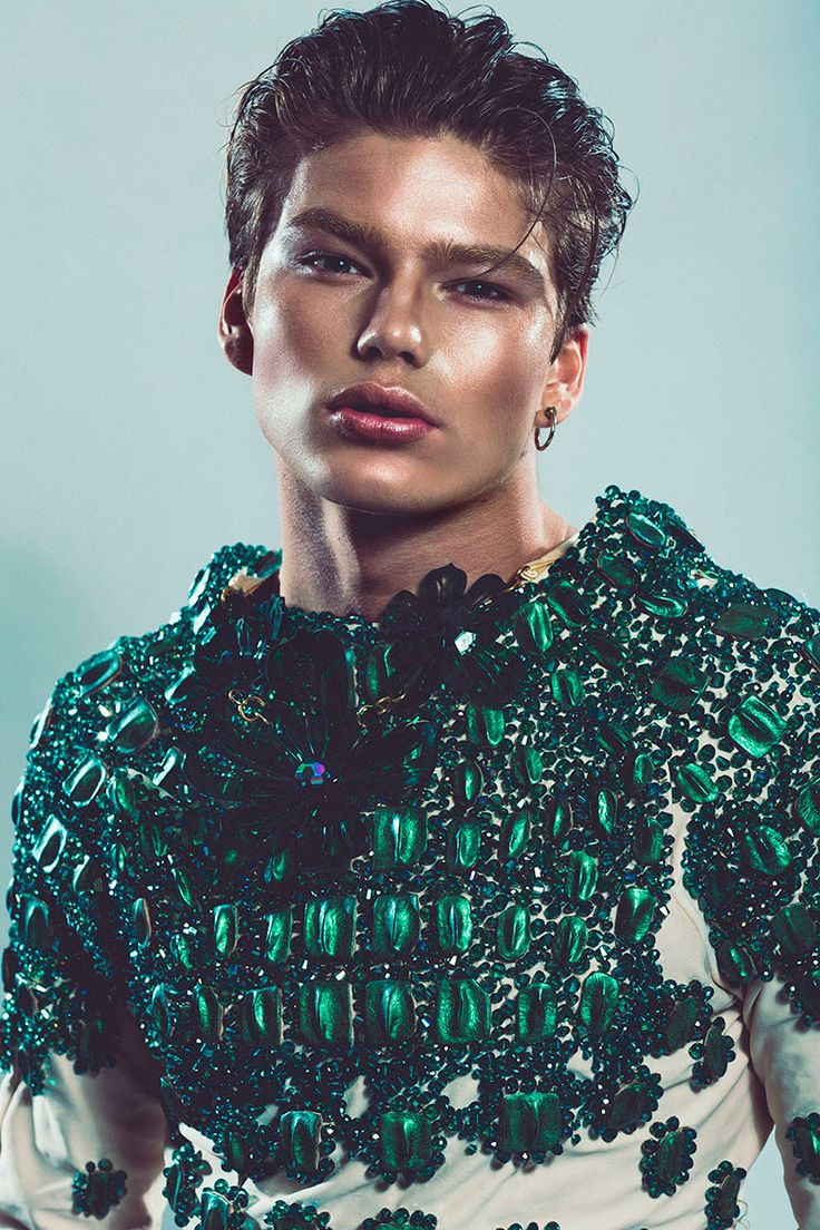 ►Jordan Barrett, wears Paula Walden floral necklace & bracelet. Vlad Kanevsky embellished sweater.