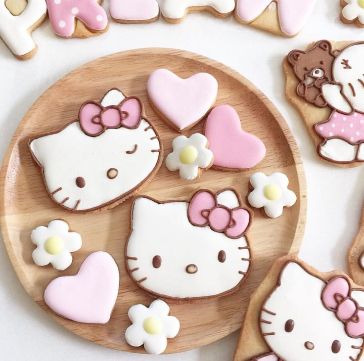 Petite fill by jj cake art of cookies pinterest cute - Petite maison hello kitty ...