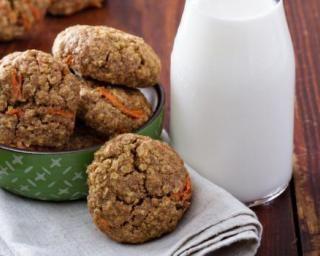 Cookies sucrés aux flocons d'avoine et aux carottes à moins de 200 calories par personne : http://www.fourchette-et-bikini.fr/recettes/recettes-minceur/cookies-sucres-aux-flocons-davoine-et-aux-carottes-moins-de-200-calories