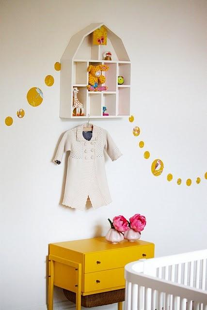 Children's room - Yellow vintage drawers - Via Studio Tout Petit