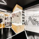 VÈLO7 Cycle Shop / mode:lina architekci