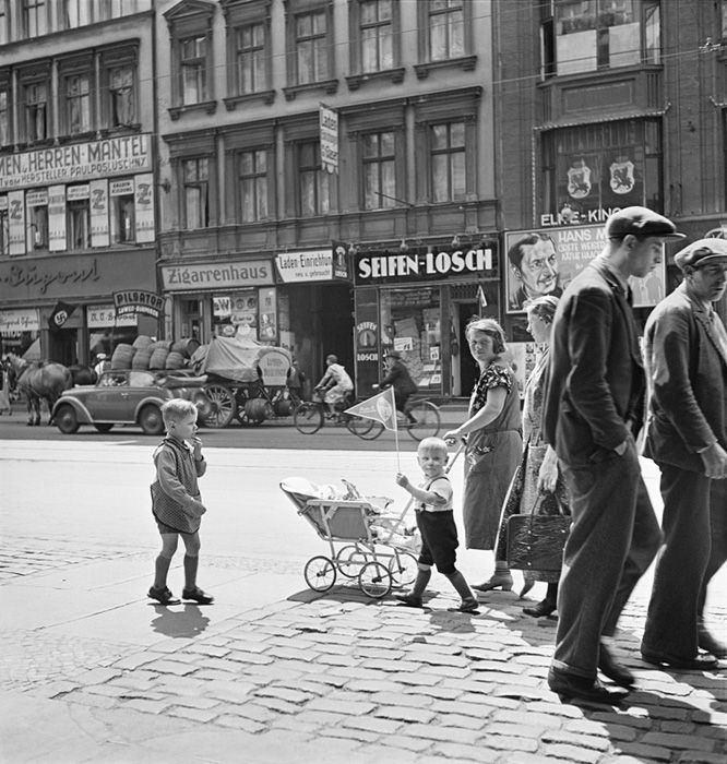 Roman Vishniac Rediscovered | International Center of Photography - Berlin 1935-36